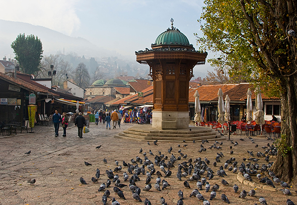 B7B5FY Sebilj Fountain In Pigeon Square in Sarajevo Bosnia. Image shot 2008. Exact date unknown.